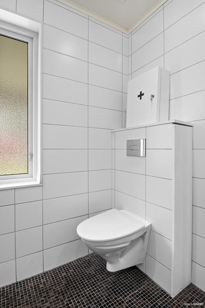 Vägghängd wc för praktisk städning