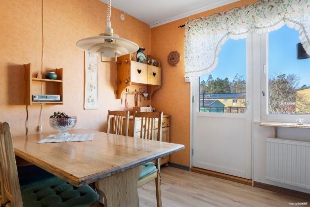 Matplats intill fransk balkong mot innergården