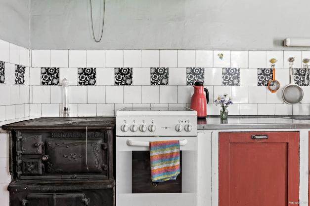 Går strömmen kan ni laga mat på den vackra köksspisen som är i bruk