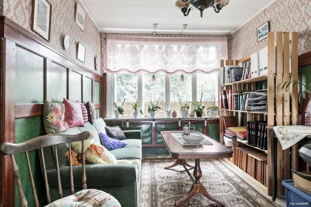 Möblerbar övre hall som också kan delas av för att skapa ett sovrum
