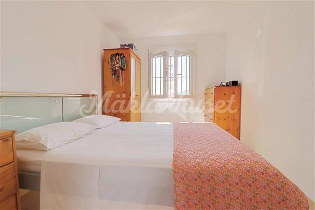 Sovrum 1 med badrum en-suite.