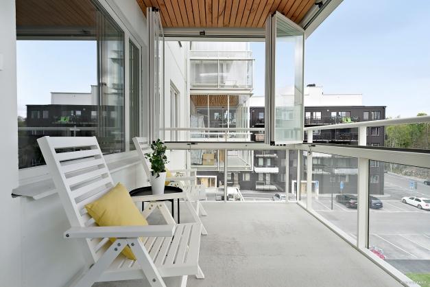 Inglasad balkong mot innergård