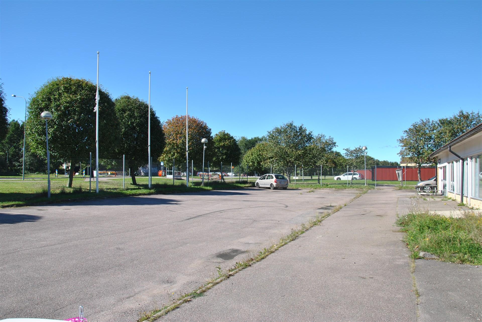 Rejäla uppställnings-/parkeringsytor