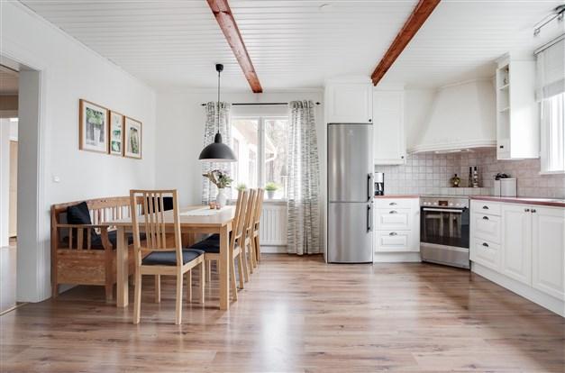 Köket erbjuder härliga ytor.
