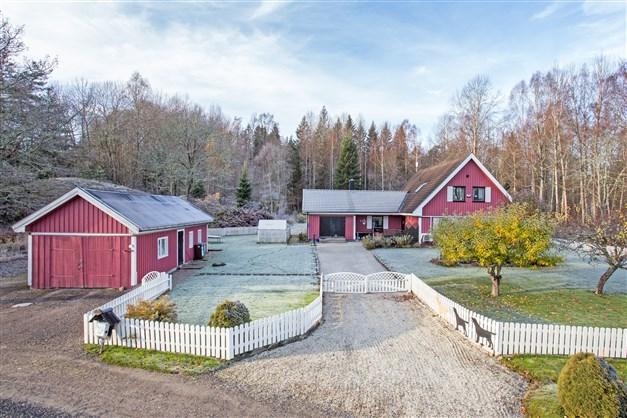 Fin villa med stor härlig tomt med skogen intill!