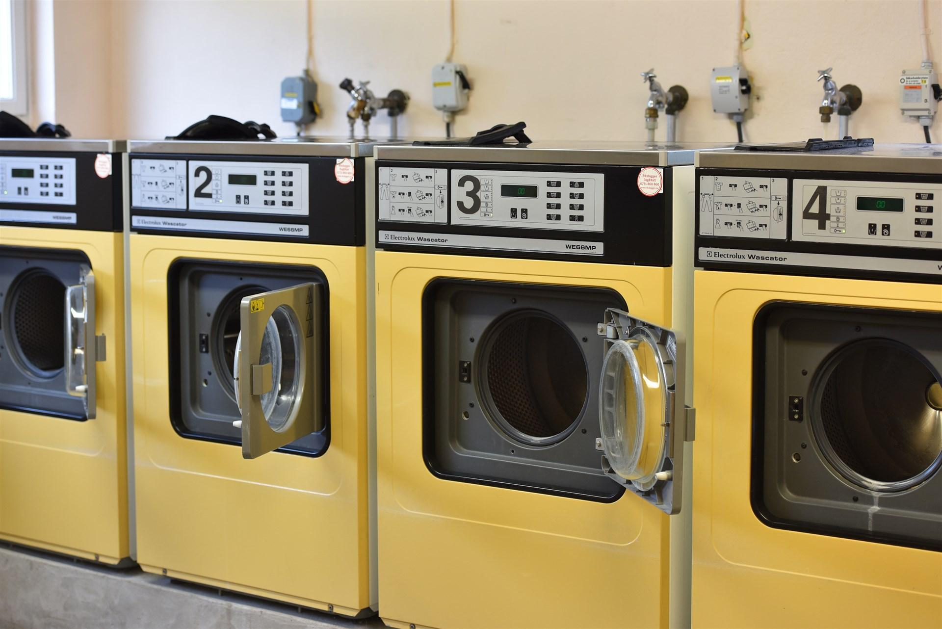 Tvättstuga på innergården med både torkrum och mangelrum