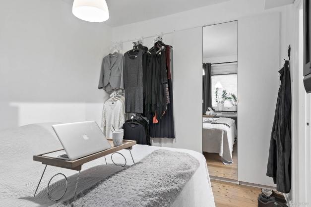 Sovrummet har inbyggd garderob