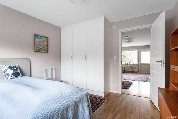 Sovrum 1 med närhet till vardagsrum