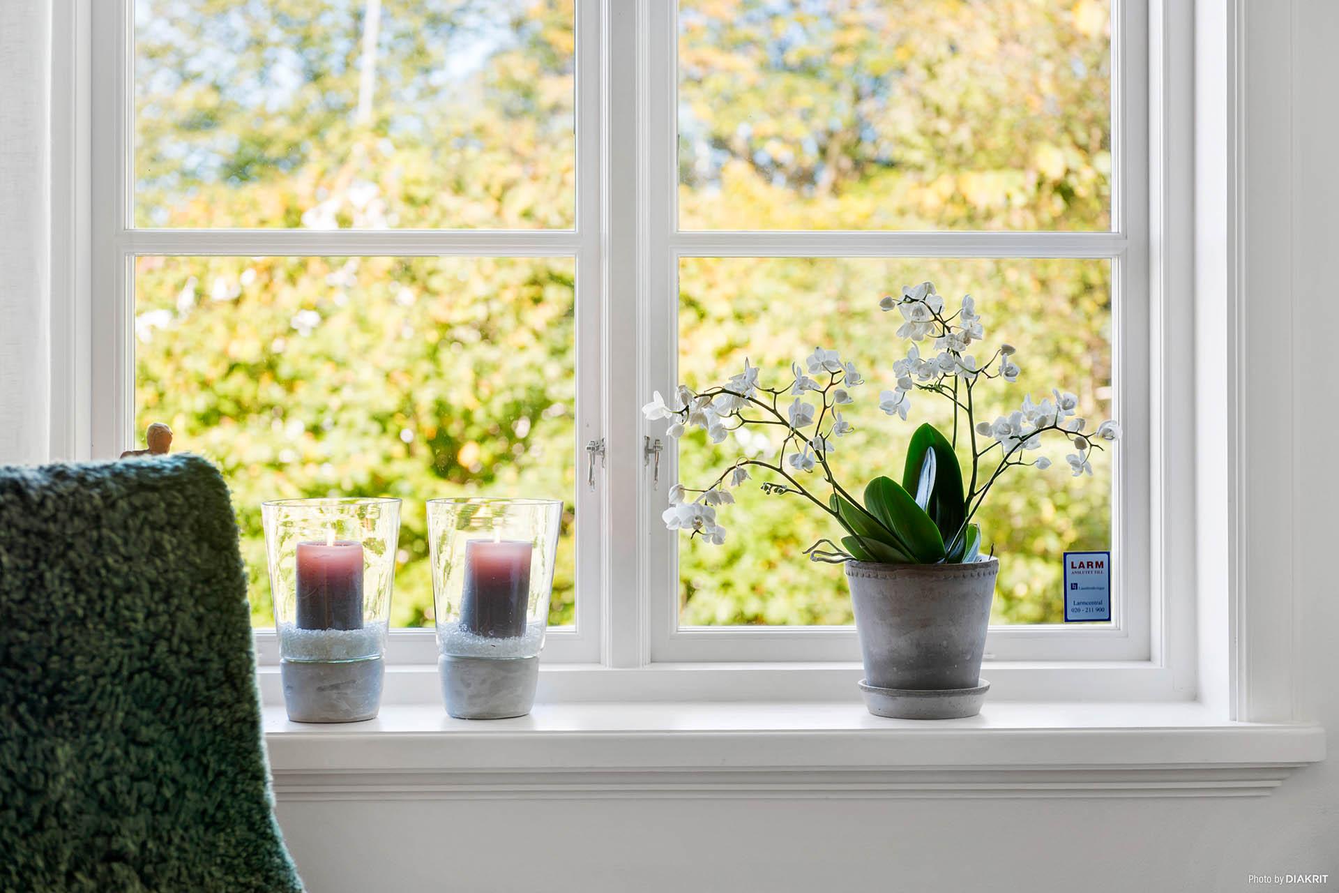 FÖNSTER - Fantastisk vackra renoverade tidstypiska fönster