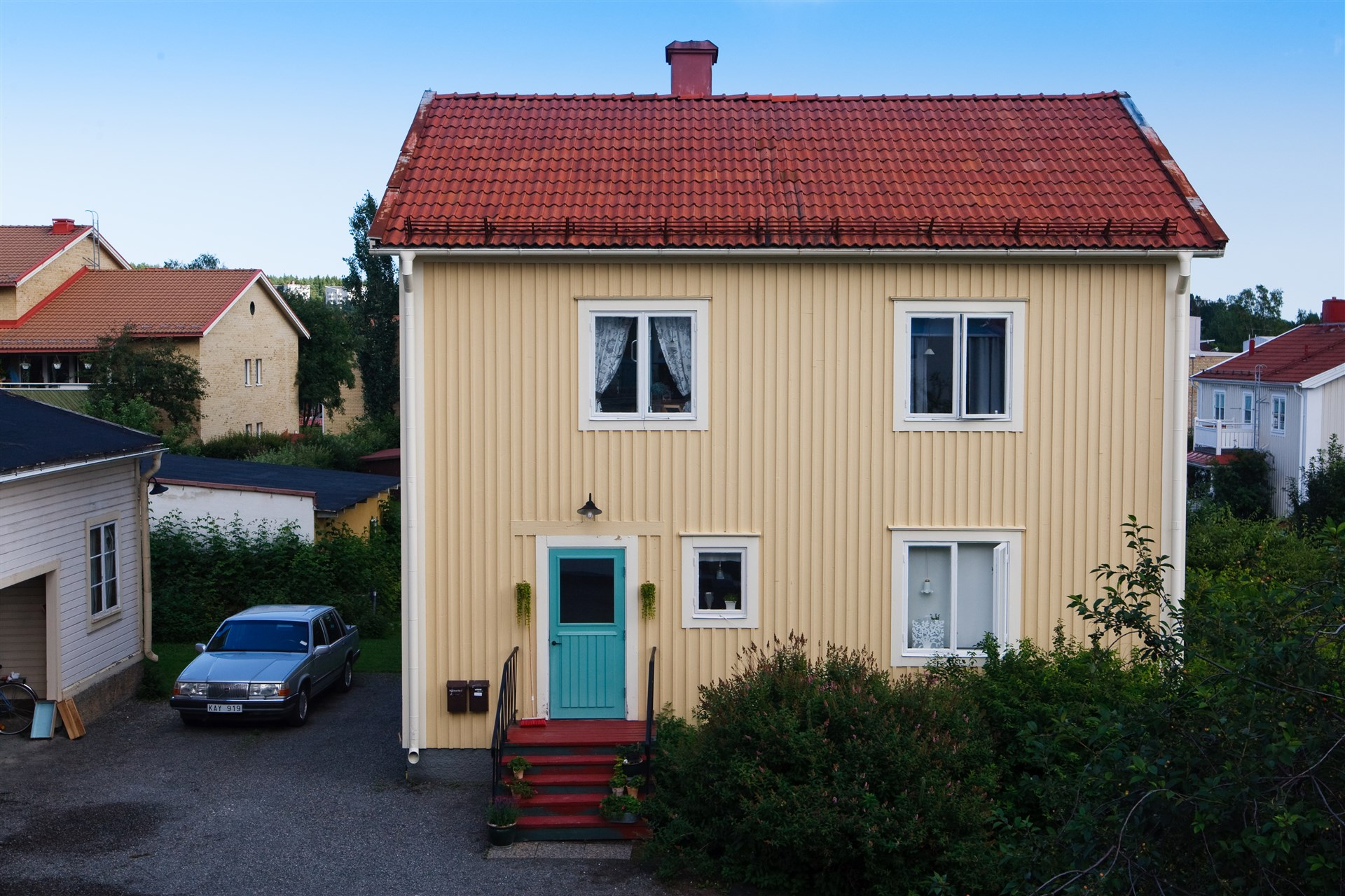Gårdshus med 2 lägenheter