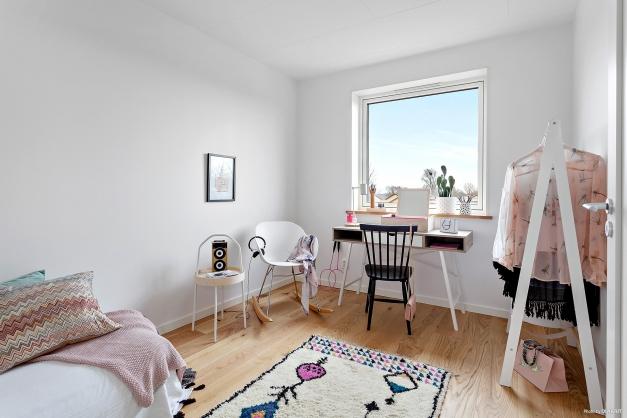 Ett av de tre sovrummen på plan två