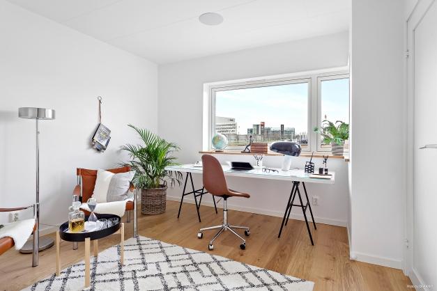 Arbetsrum/sovrum plan 2 med rymlig klädkammare