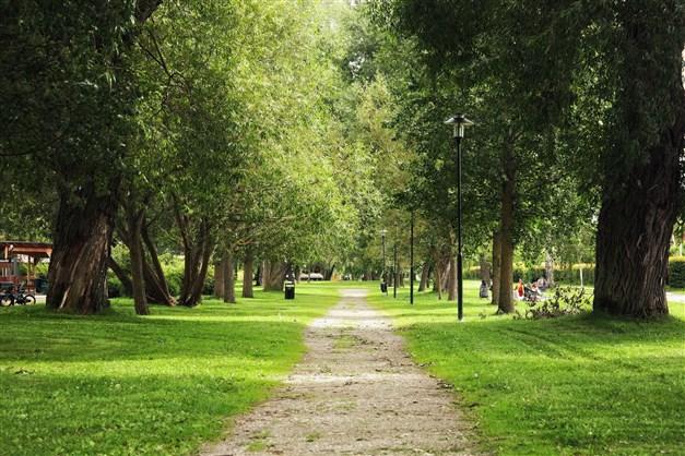 Nära till Vårflodsparken i Enskedefältet med stor populär lekplats.