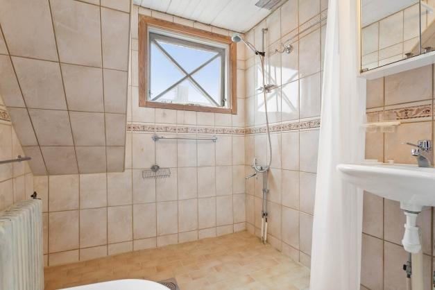 Renoverat badrum från 1995 på övre plan