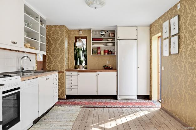 Vackert plankgolv i hela huset