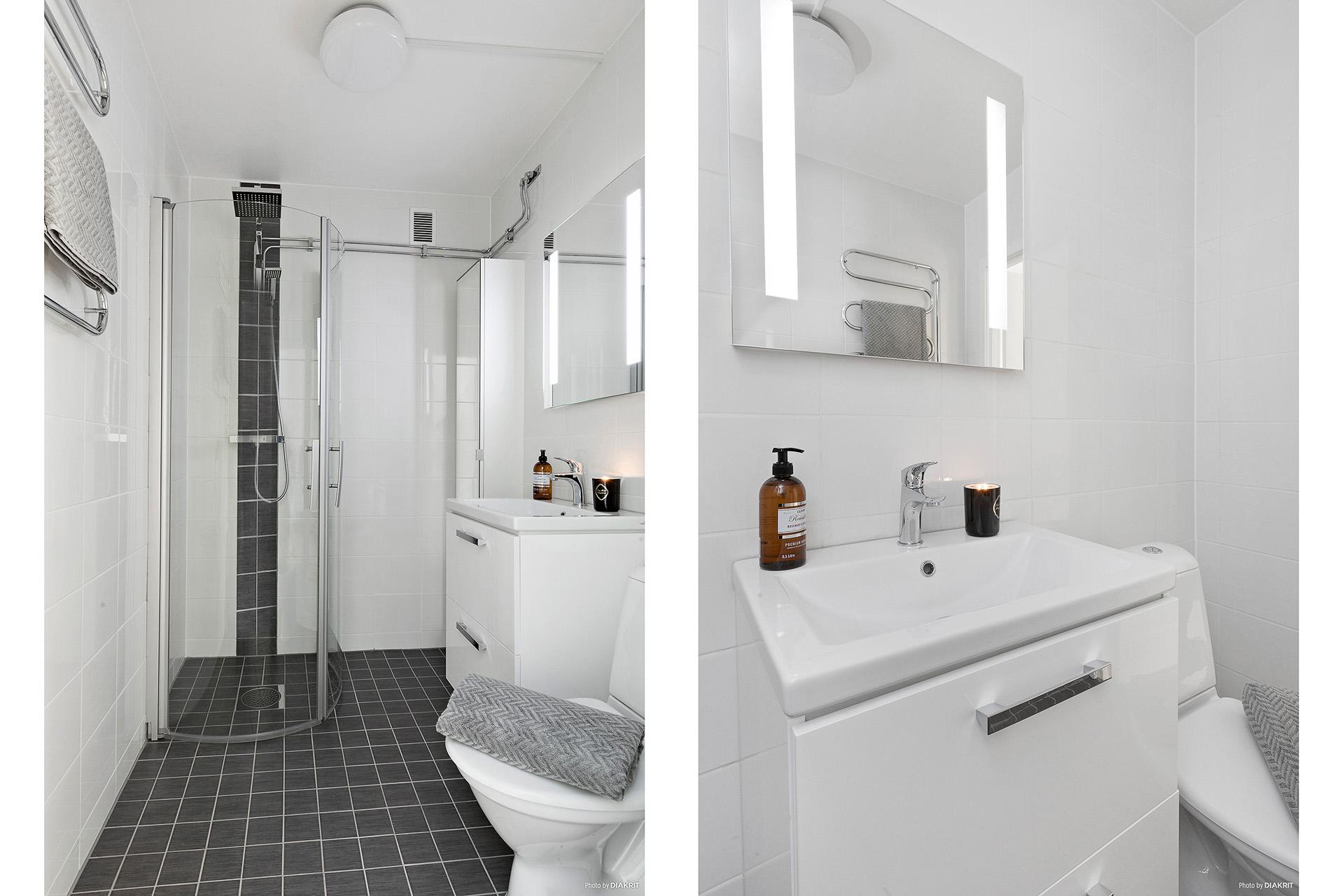Helkaklad toalett/dusch med vikbara duschväggar och handdukstork