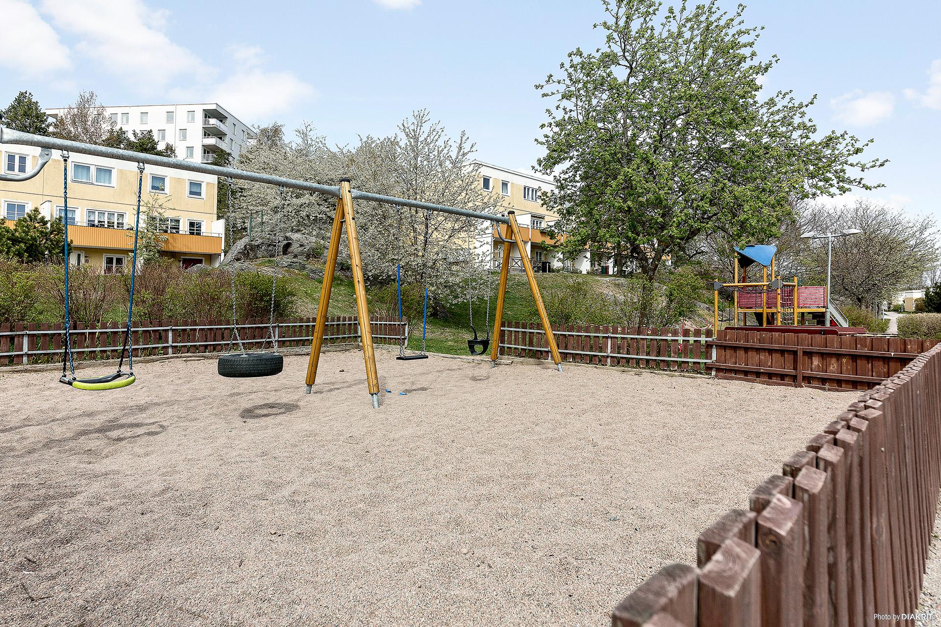 Lekpark utanför huset