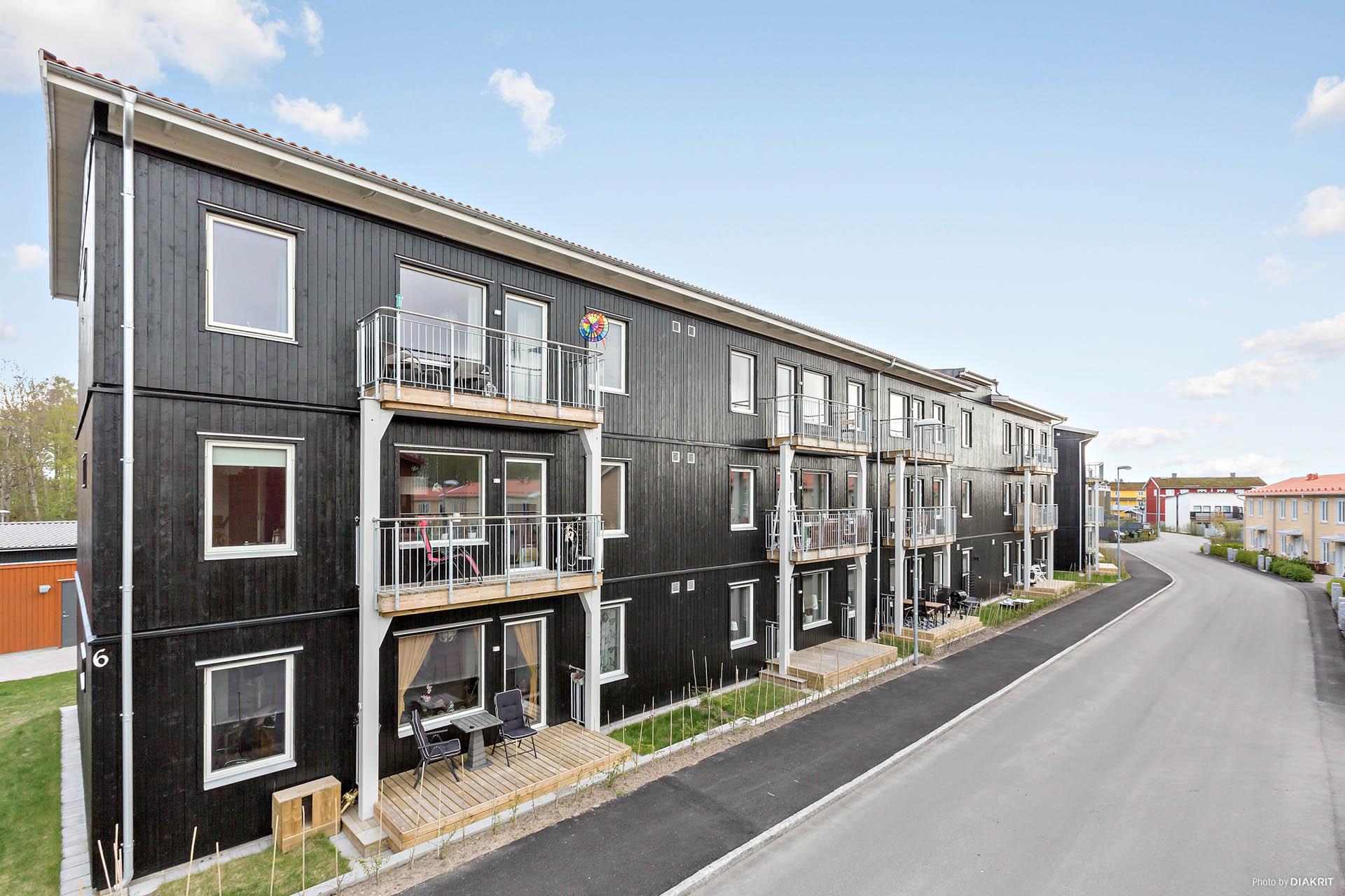 Våning 3 av 3 med balkong i väster läge med eftermiddag/kvällssol