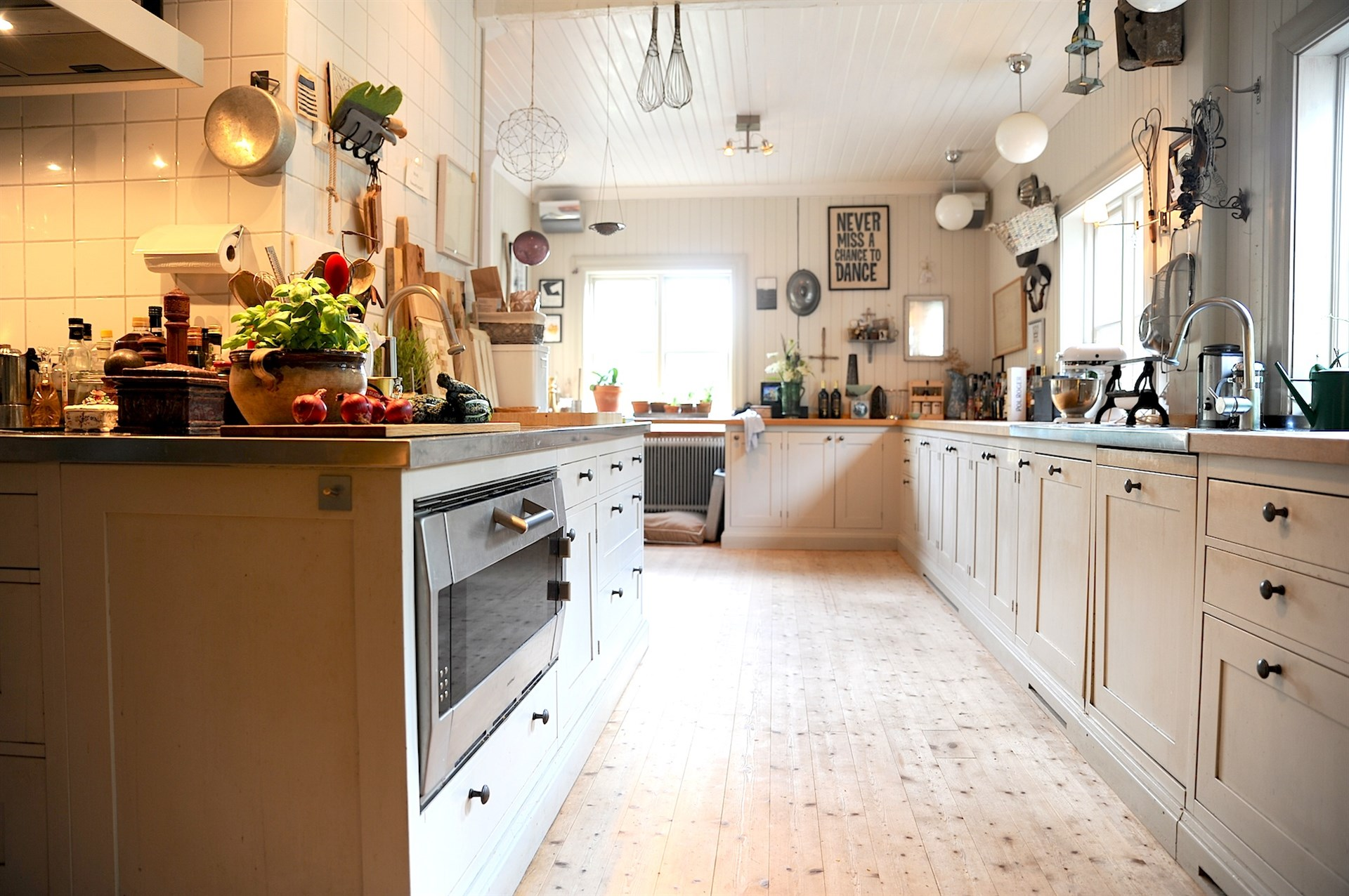Stort och ljust kök med härlig rymd