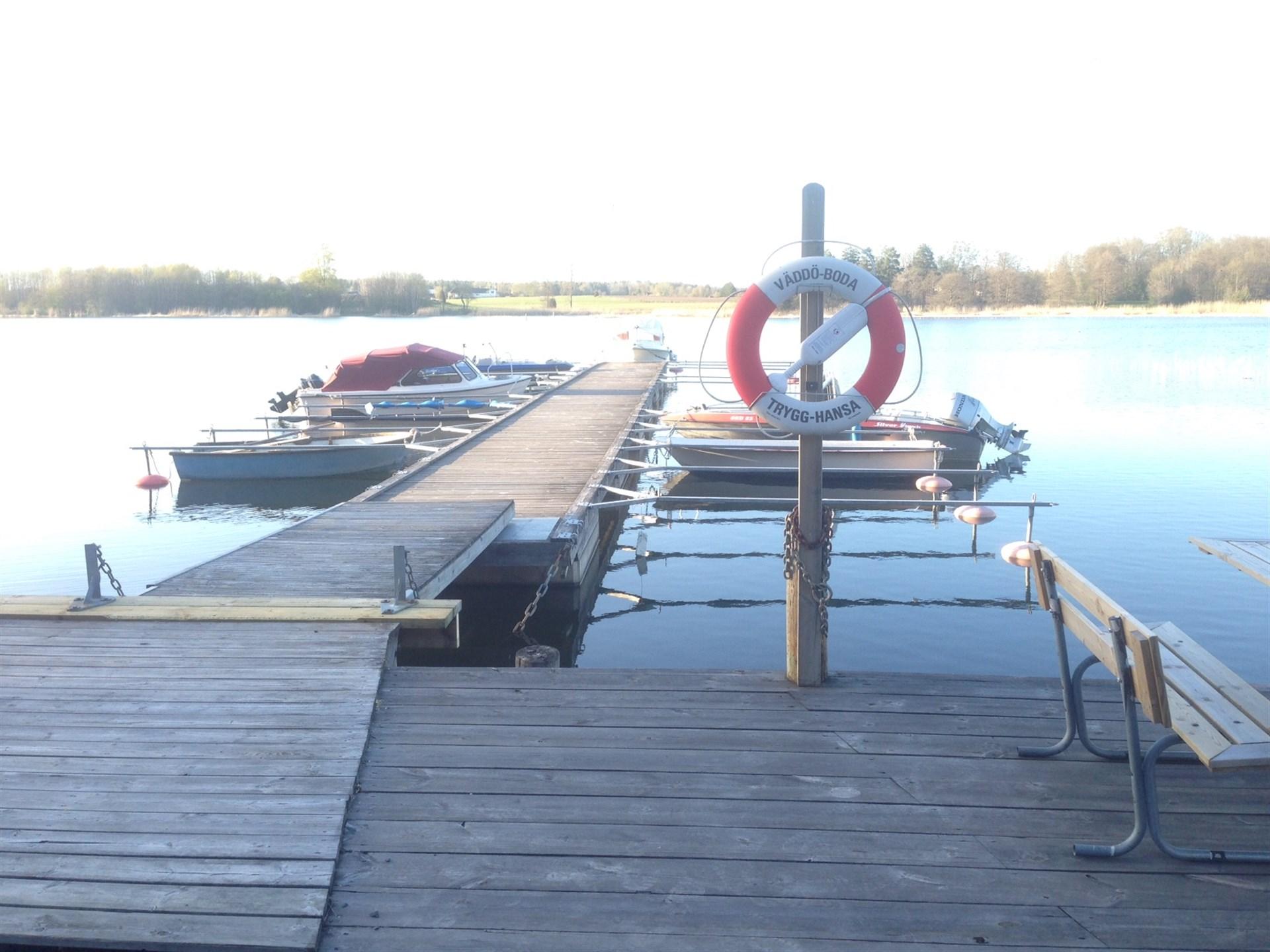Möjlighet till båtplats ca 1 km från tomten