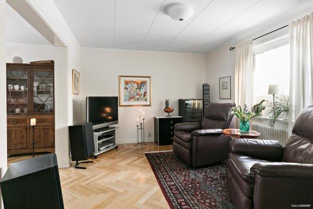 Vardagsrum i fil med ekparkettgolv