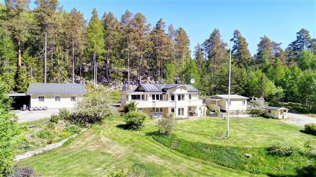Välkomna till Skålbovägen 49 - havsnära läge med fin utsikt över Malviken!