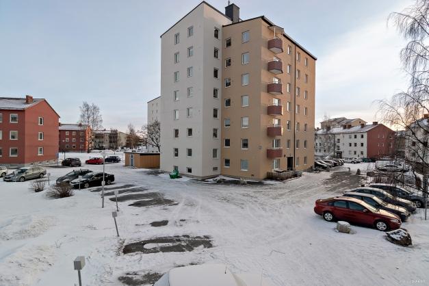 Lägenheten ligger på fjärde våningen.