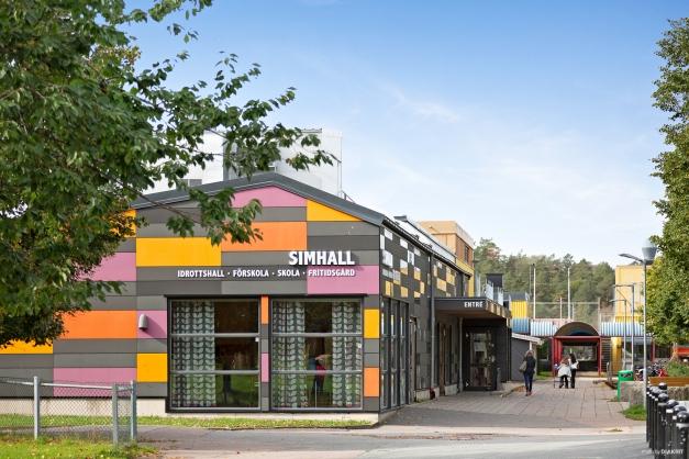 Björndammens simhall erbjuder simskola, vattengymnastik, bastu och konditionssim