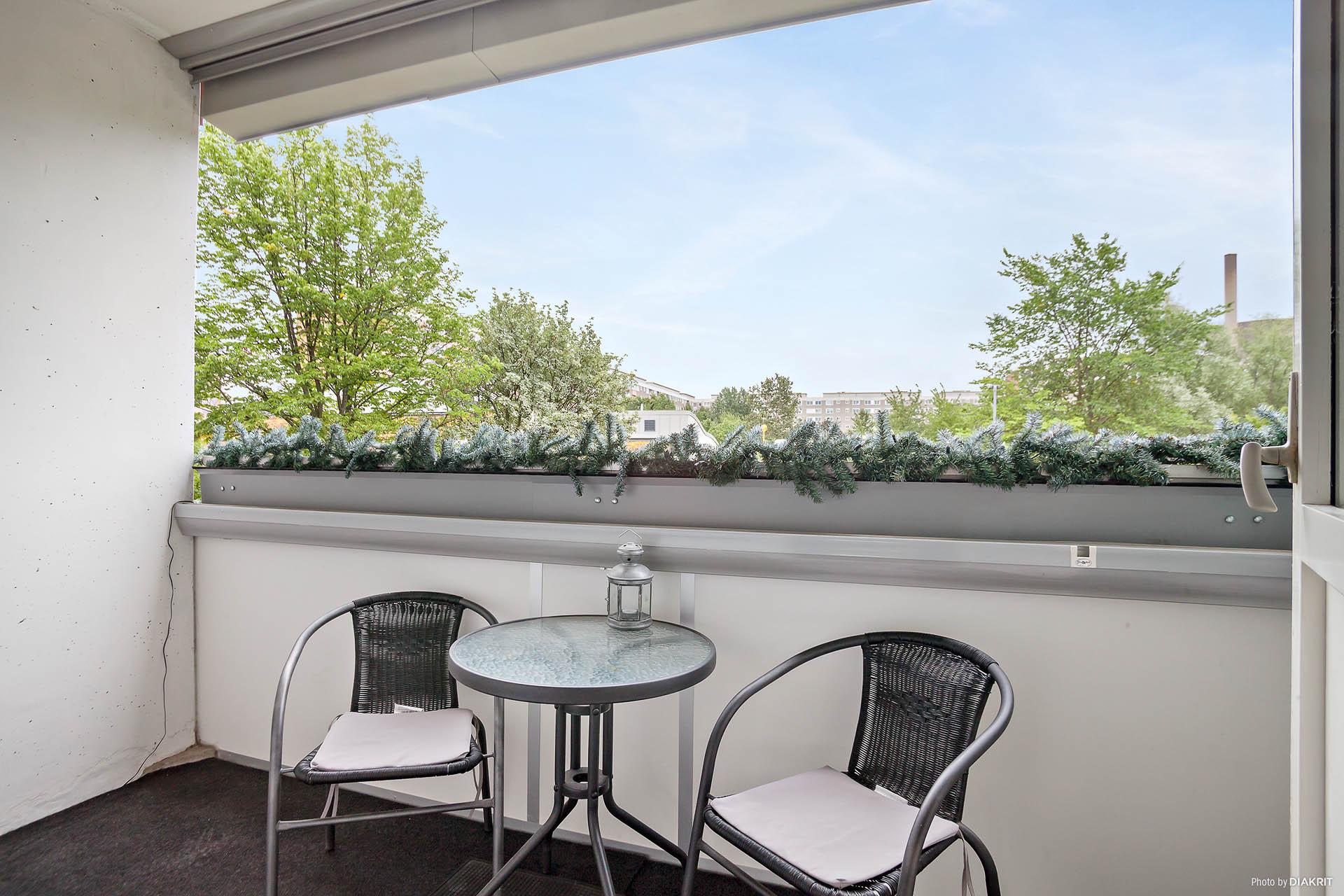 Rymlig balkong för trevliga stunder.