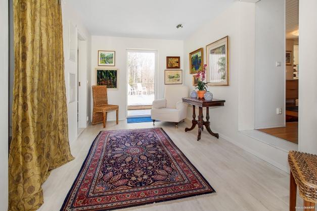 Möblerbar passage mellan kök, sovrum och tvättstuga