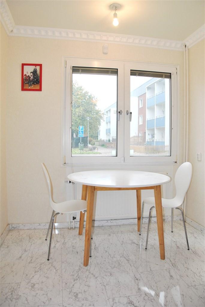 Matplats i köket och larmade fönster.