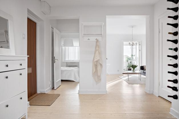 Vackert trägolv i hela lägenheten och charmiga detaljer