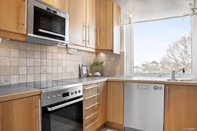 Bra bänkyta och extra plus för fönstret över diskbänken
