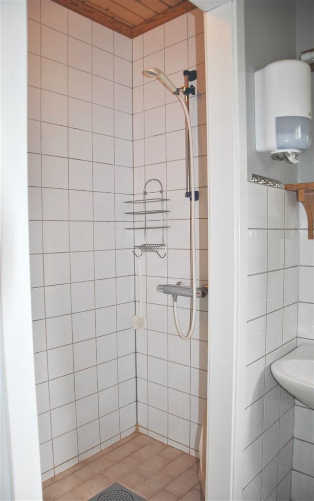 Dusch i källarplanet (flerrumshuset)
