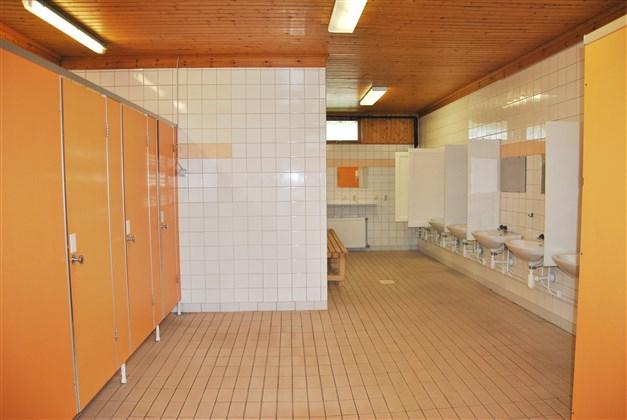 Dusch och toaletter, servicehuset