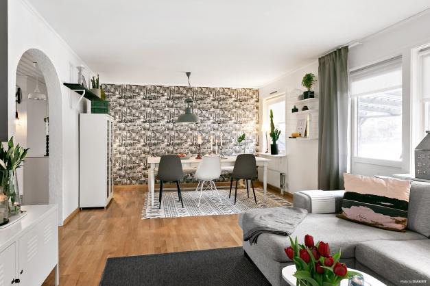 Vardagsrum med integrerad matplats
