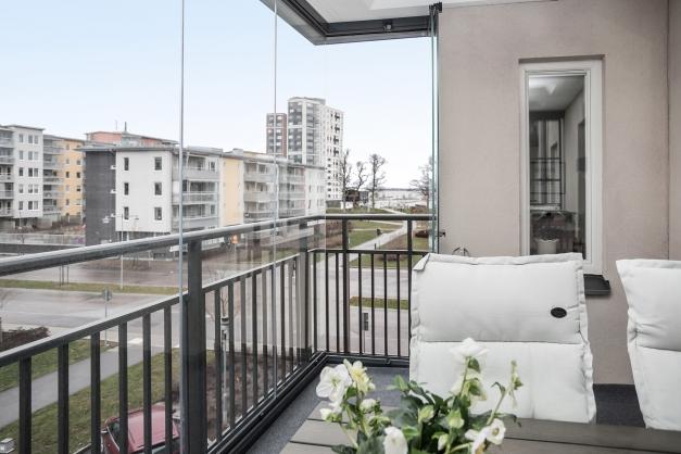 Inglasad balkong i öster med fin utsikt över Mälaren