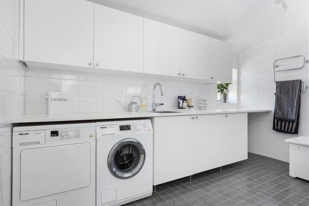 Badrum och tvättstugaövre plan