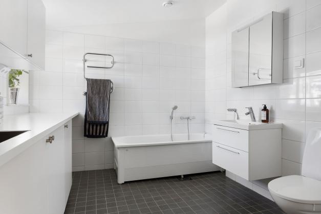 Badrum och tvättstuga övre plan