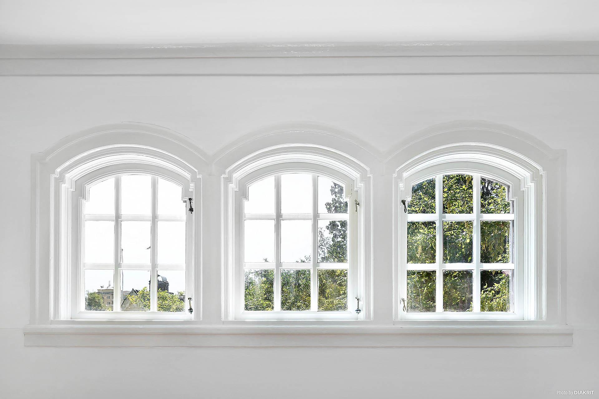 Vackra fönster i vardagsrum