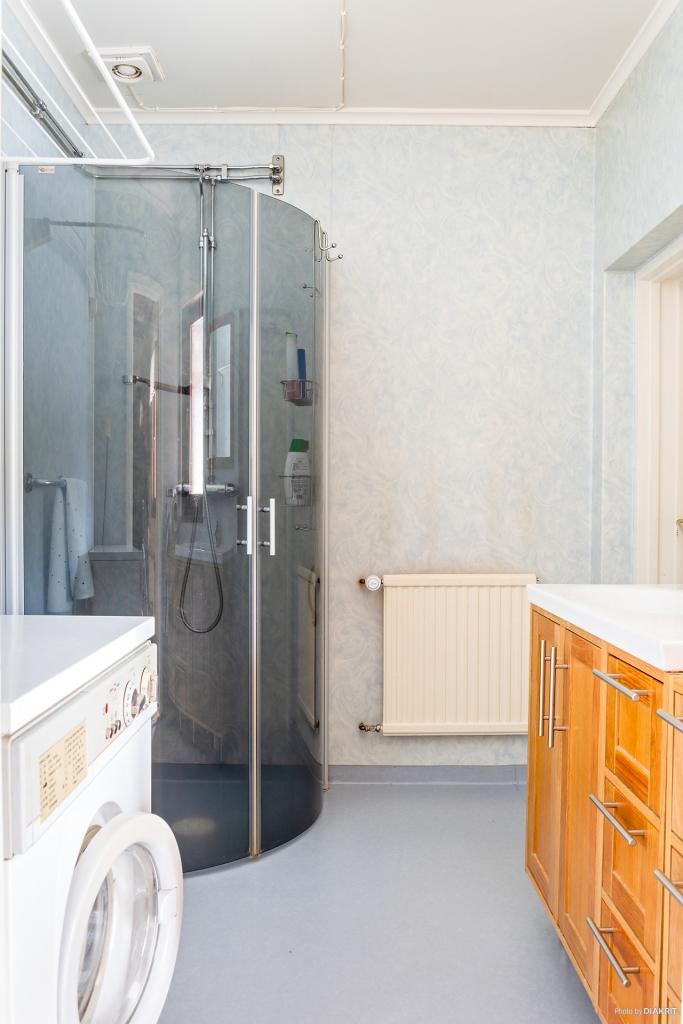 Badrum/tvättstuga entréplan
