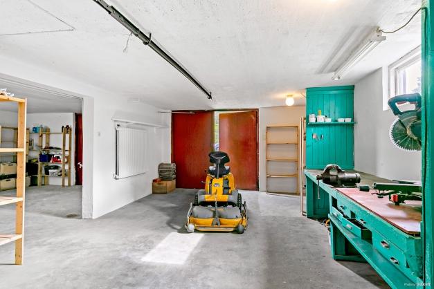 Rymlig och praktiskt garage, perfekt för den bil/motorintresserade!