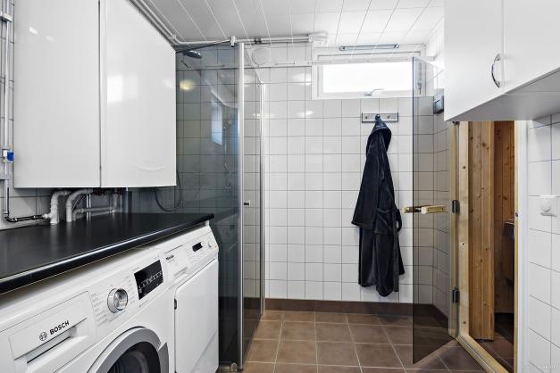 Tvättstuga med dusch och bastu souterrängplan