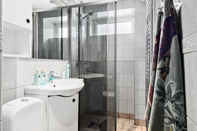 Badrum med dusch souterrängplan