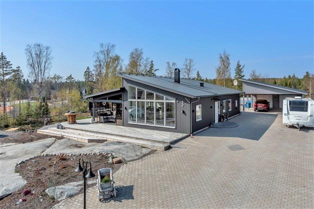 Arkitektritat hus med alla bekvämligheter