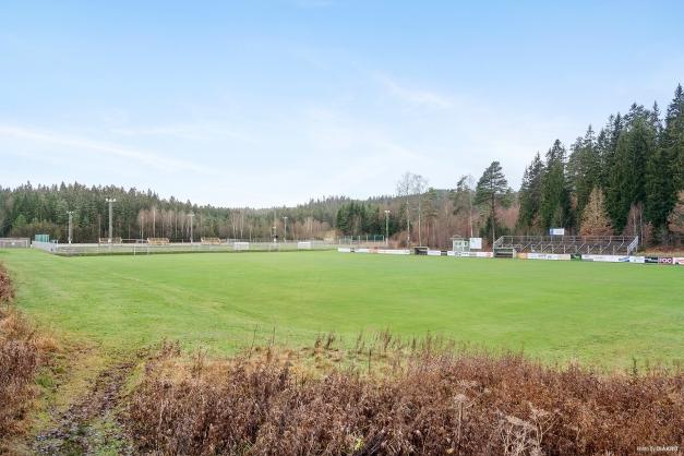I närheten finns Sandevi med fotbollsplaner