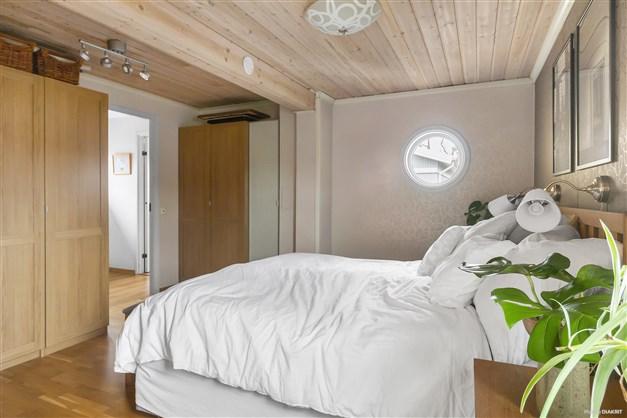 Master bedroom (övre plan)