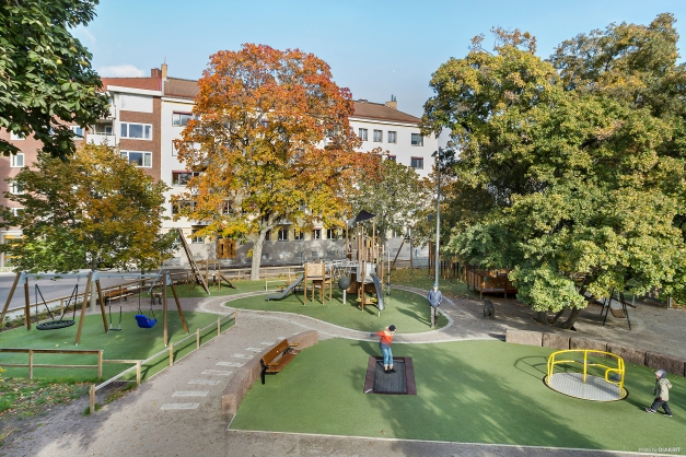 Lekparken vid Vasaparken med bostadsrättsföreningen Brf Börjegårdarna i bakgrunden