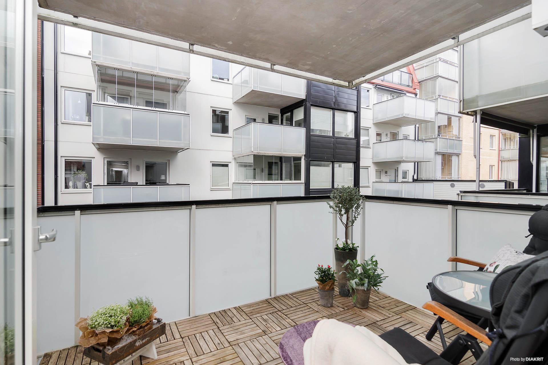 Härlig balkong mot föreningens innergård