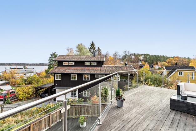 Härlig vy från terrassen på ovanvåningen